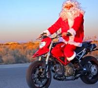 julemanden kører på Supermotard
